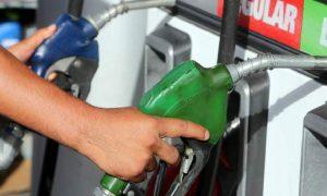 Combustibles bajarán entre 40 centavos y tres pesos para la semana del 18 al 24