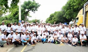 Notarios participanen caminata familiar de 5K en Mirador Sur