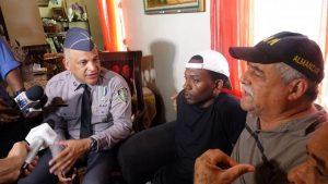 Acusado ataque a tiros mayor de la Policía se entrega; teme que lo asesinen