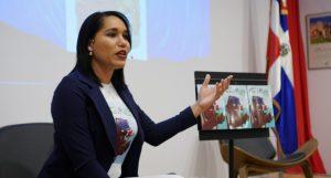 Lorenny Solano presenta obra literaria «El oso y la rosa»