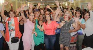 Karen Ricardo juramenta mujeres en su campaña por la Alcaldía de SDE