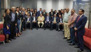 LF trata con legisladores y su equipo sobre agenda en defensa Constitución