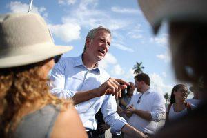 Alcalde de NY se mete en problemas por usar lema revolución cubana