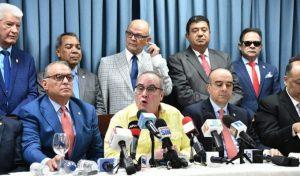 Senadores danilistas critican leonelistas apoyen las protestas frente al Congreso