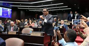 Diputados leonelistas abandonaron sesión el martes y pidieron retiro militares