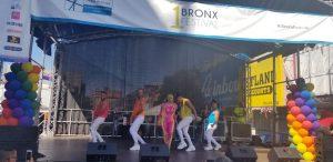 Condadado del Bronx reconoce a la artista urbana La Insuperable