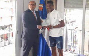 SEVILLA: Consulado RD reconoce futbolista Héctor Junior Firpo Adames