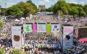 """Miles de personas van a """"Caminantes por la Vida 2019"""" en La Zona Colonial"""
