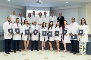 SANTIAGO: Hospital Metropolitano gradúa diez médicos residentes