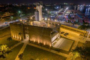 David Collado inaugura remozamiento monumento a fray Antón de Montesinos