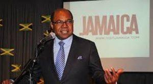 Ministro de Turismo de Jamaica insta a solucionar amenaza de sargazo