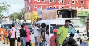 Policía apresa ocho haitianos que incendiaron almacén en Verón