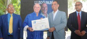 Hipólito Mejía se inscribió este lunes como precandidato presidencial del PRM
