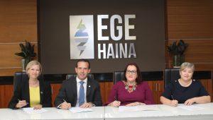 EGE Haina firma la carta de compromiso del Sello Igualando a RD