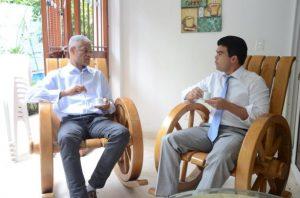 Arnaud y Concepción se reúnen para evaluar situación nacional dominicana