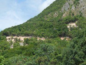"""BARAHONA: Expertos ambientales temen destrucción montaña """"El Derrumbao"""""""