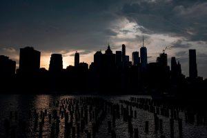 Miles de residentes en NY se quedan sin electricidad