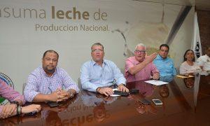 APROLECHE y Agricultura se reunirán para resolver conflicto precio de la leche