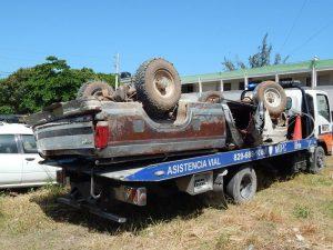 BARAHONA: Dos personas mueren al volcarsre camioneta en Santa Elena