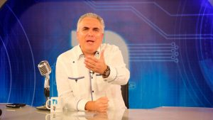 Roberto Cavada dispuesto entregar funciones presentador