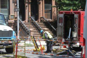 Gobernador de NY advierte rescindir contrato a ConEdison tras apagones