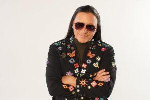 """Elvis Crespo regresa en grande con """"Abracadabra"""""""