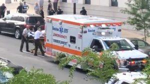 BOSTON: Paciente dominicana apuñala pararmédico la llevaba al hospital