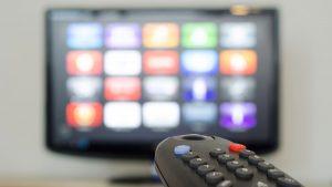 España intenta cobrar impuestos Netflix, Amazon y Spotify, mientras AL duda