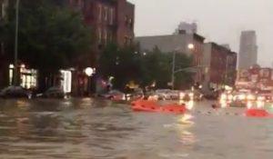 Lluvias inundan calles y provocan cancelaciones de cientos de vuelos