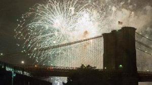 Millones disfrutaron de los fuegos artificiales de Macy's en Nueva York
