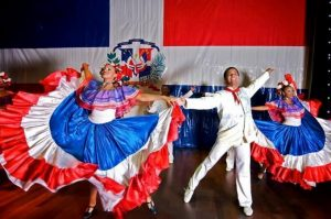 Buscan romper récord bailando merengue en Santo Domingo