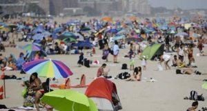Nueva York abarrota piscinas y playas durante ola de calor