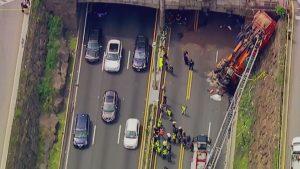 Múltiples heridos por el vuelco de un camión cerca del túnel Lincoln