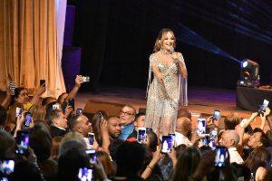 Yolandita Monge rinde homenaje Anthony Ríos durante concierto
