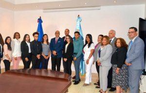 Minerd agasaja estudiantes dominicanos meritorios