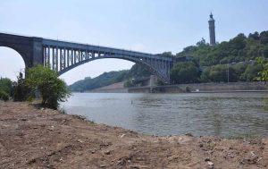 Encuentran un cadáver en el río Harlem de Nueva York