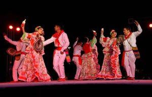 Entre canto de cofradías y bailes celebran Día Mundial de Folklore