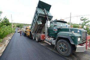MOPC ejecuta amplio programa de asfaltadoy bacheo en Santiago