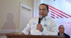Héctor Acosta recibe apoyo en aspiraciones a senador