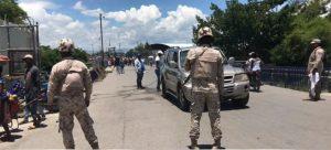 Grupo de haitianos bloquea frontera en Jimaní; demandan libertad de chofer