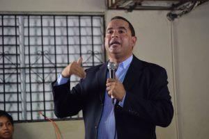 "Crespo advierte candidato PLD debe tener ""sangre nueva, pero buena"""