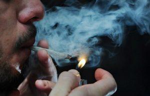 Nueva York eliminará miles de condenas por posesión marihuana