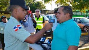 El 46 % de conductores dio positivo durante primeras pruebas alcohol