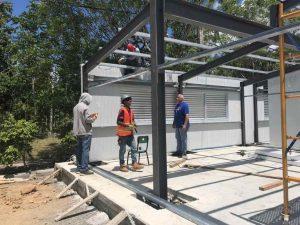 Minerd instala cuatro aulas móviles en liceo Santo Domingo Norte