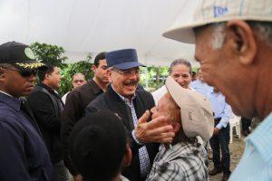 SAN JOSE DE OCOA: Danilo Medina dispone apoyar a productores de café