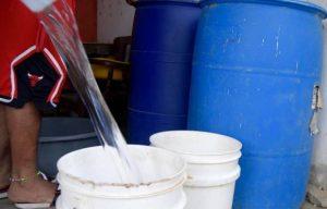 Escasez de agua golpea principales sectores de la ciudad de Santiago