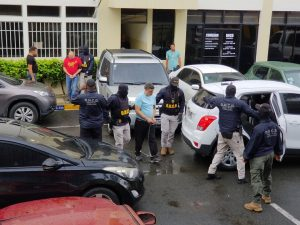 Entregan a federales 2 dominicanos y norteamericano para extradición a EU