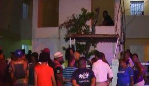 Hombre mata hijo, a un vecino y se suicida en sector Villa Duarte, SDE