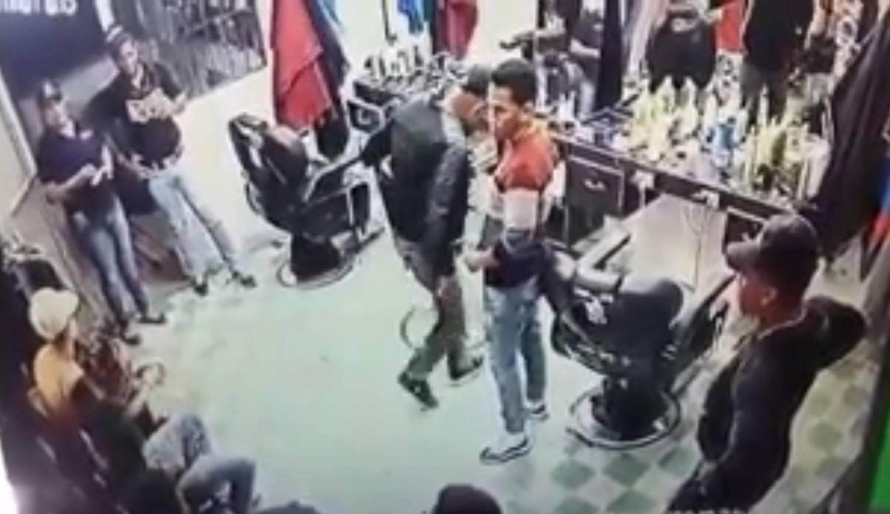 Renuncia la fiscalizadora implicada en caso barbería en Villa Vázquez