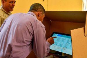 Junta Central Electoral realiza simulacro de voto electrónico